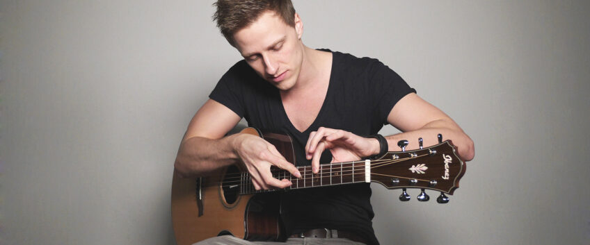 tobias-rauscher-percussion-guitar